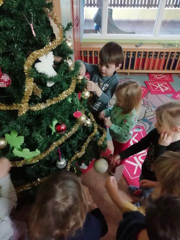 Božićno veselje kod Bubamara i Leptirića